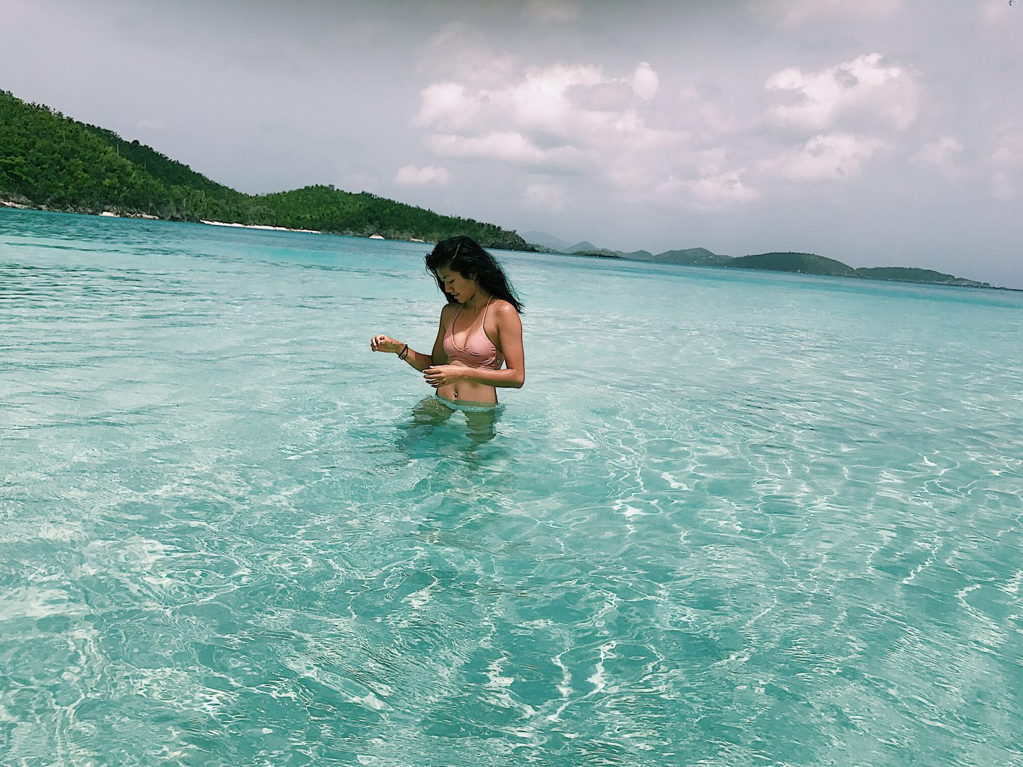Heading to the Caribbean soon? Los Angeles Lifestyle blogger Michelle from My Teacher Got Style is sharing her best Caribbean Vacation style HERE!