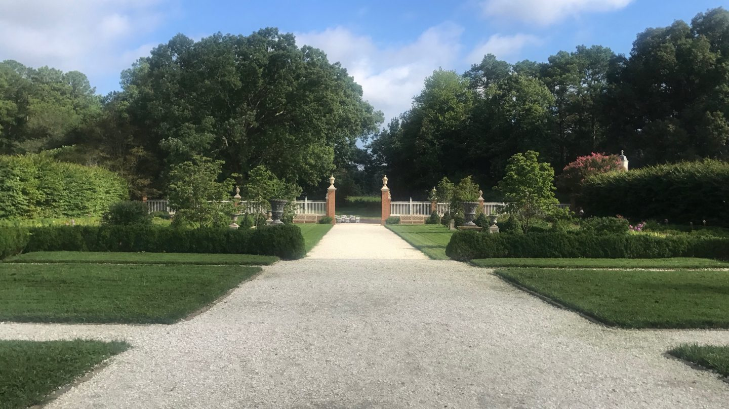 Have you ever wondered what the Colonial Williamsburg Institute is? Los Angeles Blogger My Teacher Got Style is sharing behind the scenes of the Colonial Williamsburg Institute here!