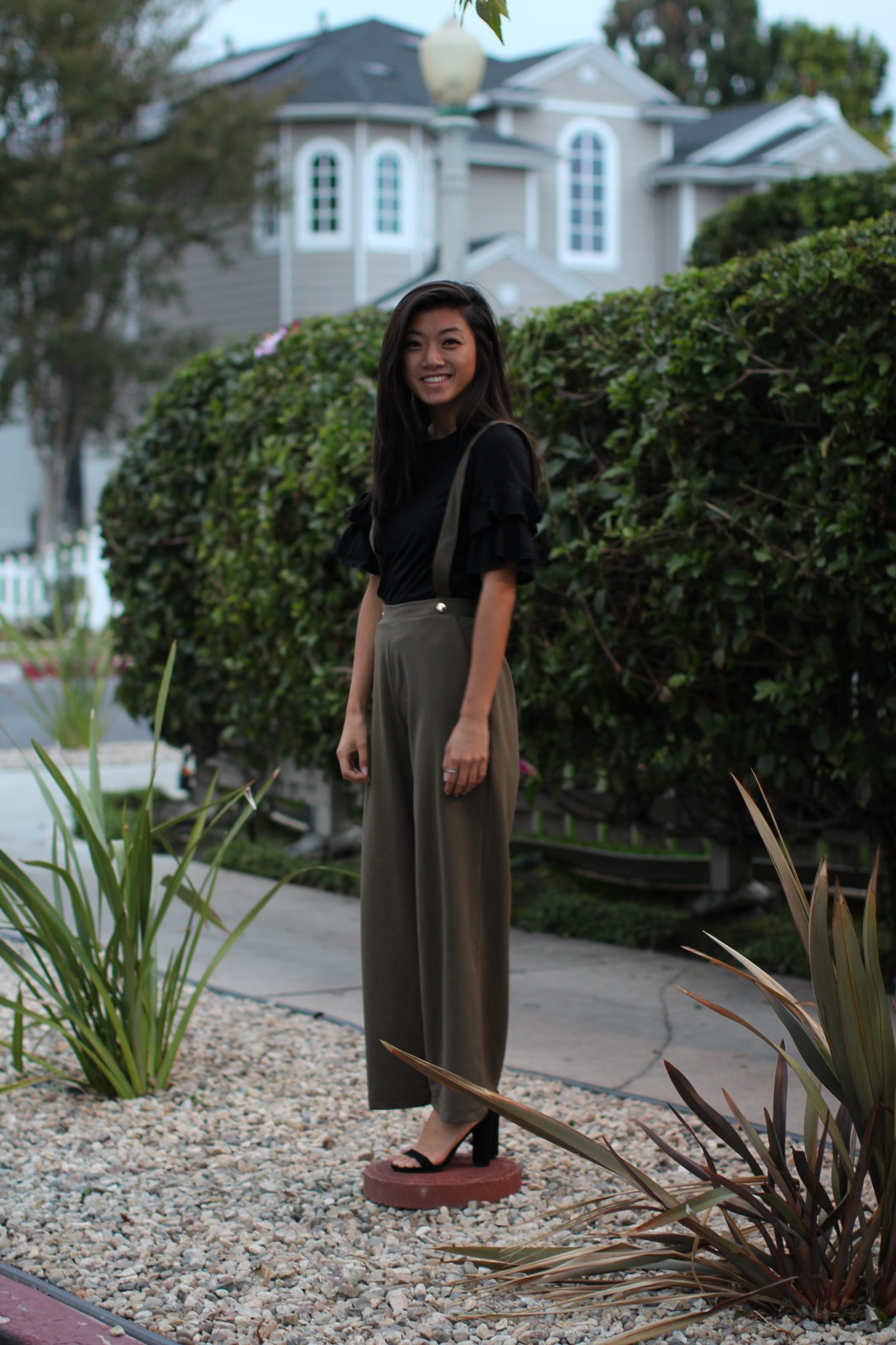Looking for easy holiday style this season? Los Angeles Lifestyle Blogger My Teacher Got Style is sharing her favorite easy holiday style HERE!