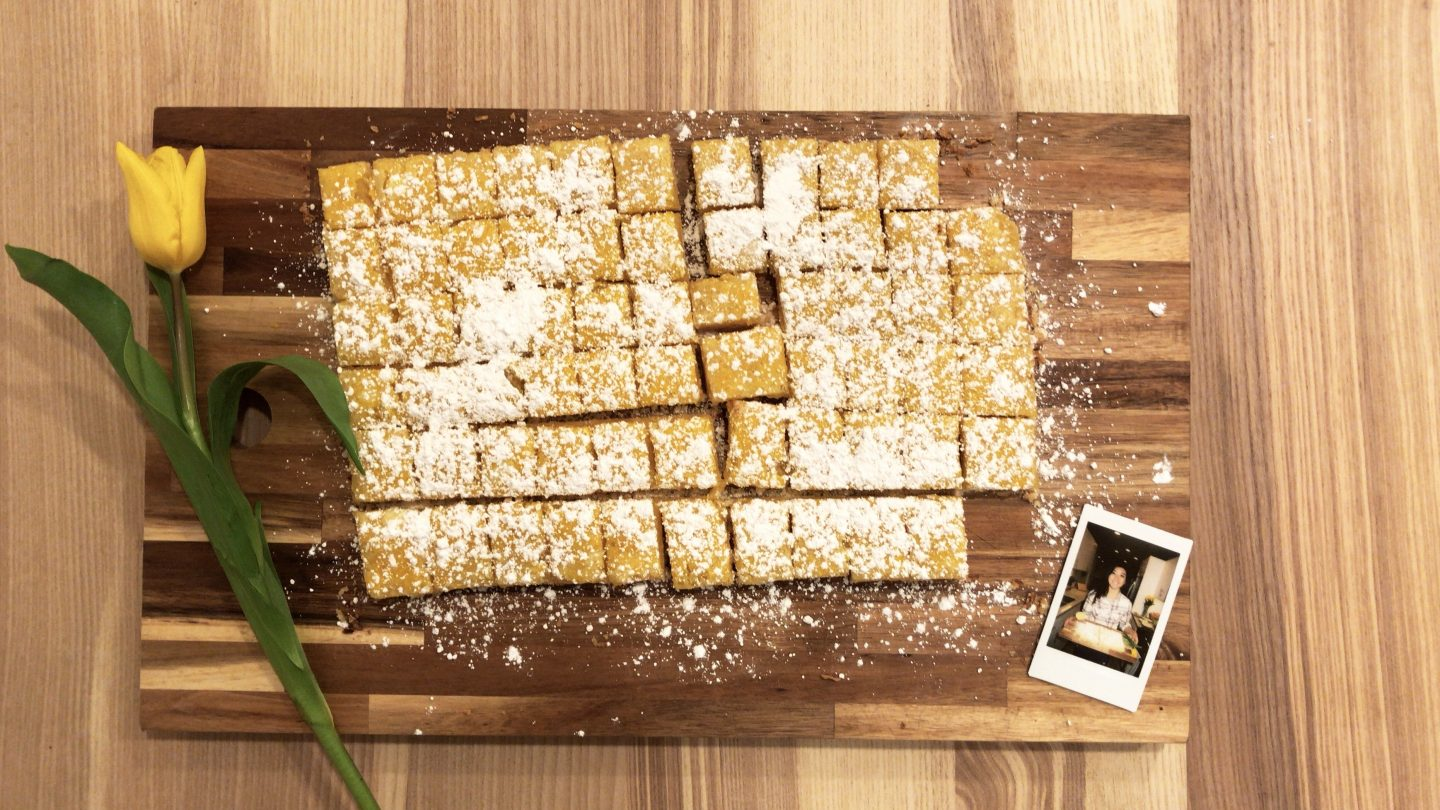 Looking for the best lemon bar ever? Los Angeles Lifestyle Blogger My Teachers Got Style is sharing  the best lemon bar recipe ever. Click to make it HERE!