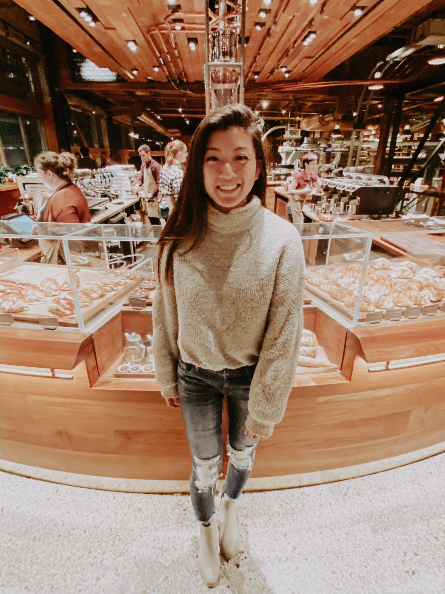 Heading to Seattle Washington soon? Los Angeles Lifestyle Blogger My Teachers Got Style is sharing what to do, see, eat and visit in her Seattle Travel Guide HERE!