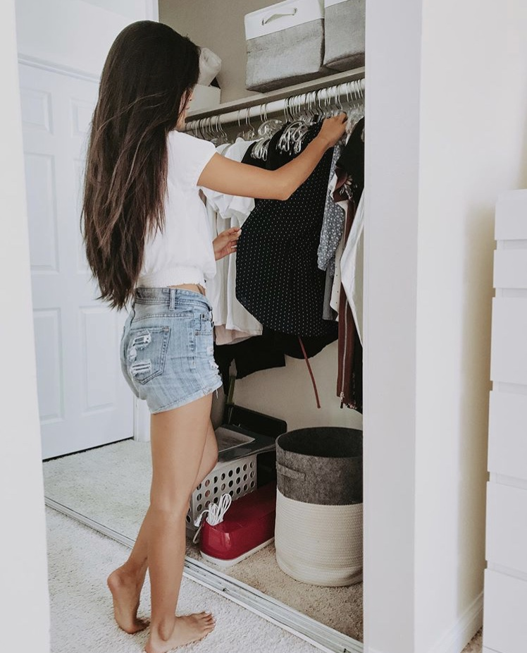 Looking for ways to donate clothes this yeah? Los Angeles blogger My Teacher Got Style is sharing her top tips and favorite ways to donate clothes here!