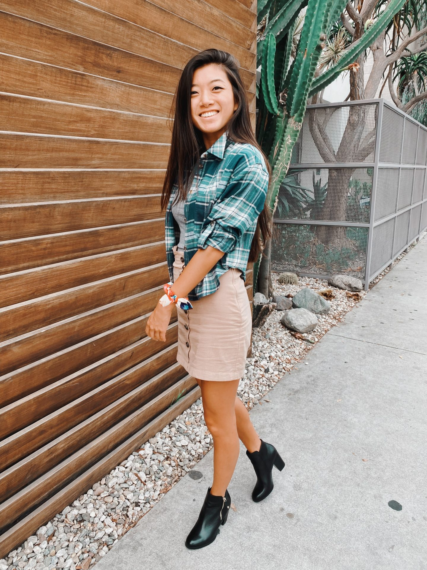 Curious how to style a flannel top? Los Angeles Blogger My Teacher Got Style is sharing her favorite way to style a flannel top here!