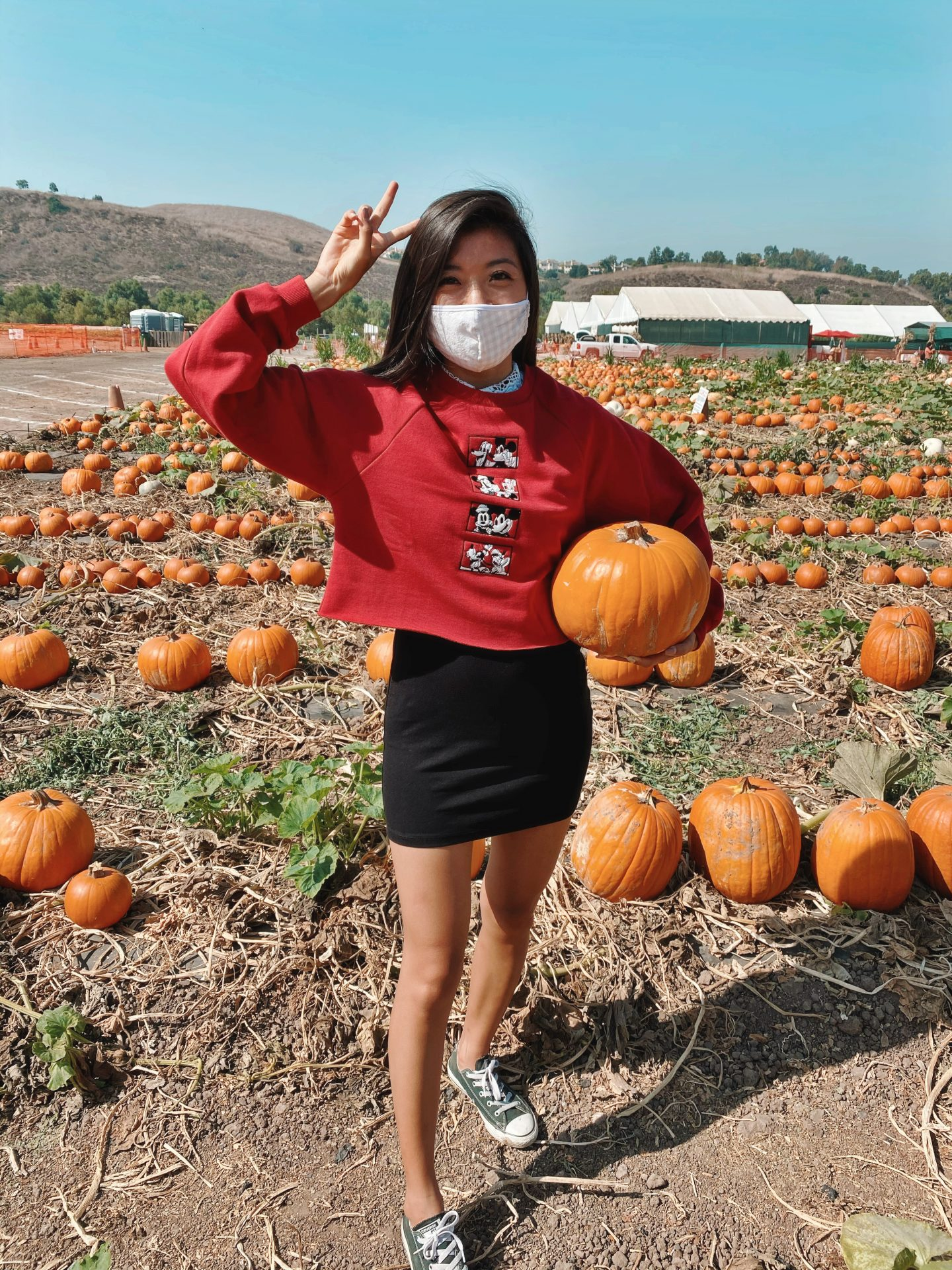 Looking for a fun fall activity this year? Try a pumpkin patch. Los Angeles Blogger My Teacher Got Style is sharing her favorite fun fall activity here!